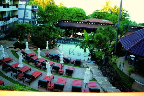 Отель Karona Resort Spa находится на юго-востоке острова