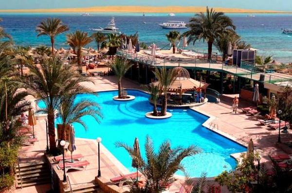 Бассейн одного из лучших отелей Хургады в Египте