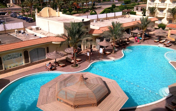 Четырехзвездочный современный отель первой линии Festival Riviera Resort