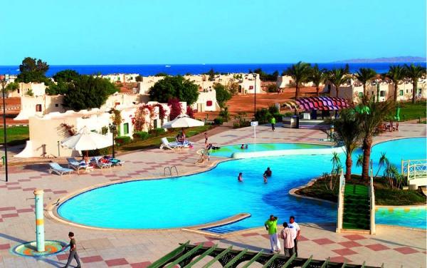 Magawish Village Resort четыре звезды имеет собственный пляж