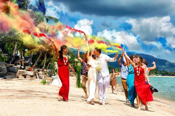 Свадьбы в Тайланде на острове Самуи - это обыденная практика для влюбленных