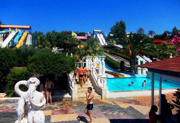 Лучший Аквапарк Water City, находится между Ираклионом и Херсониссосом