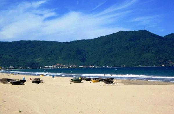 Курорт Дананг с его белоснежными пляжами и теплым морем в низкий сезон