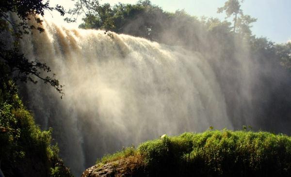 На экскурсии в Далат вам обязательно покажут водопад (искрящийся)