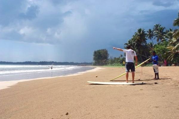 Серфинг на пляже Бентота в первый раз