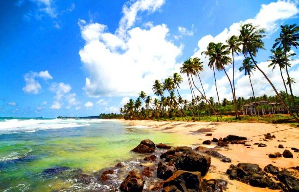 Каменистый пляж на Цейлонском острове