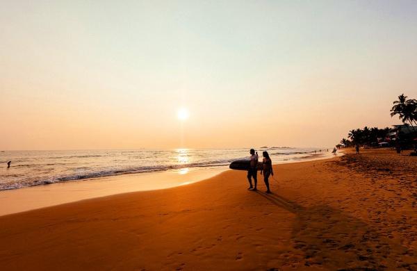 Серферский закат на острове Шри-Ланка, Хиккадува