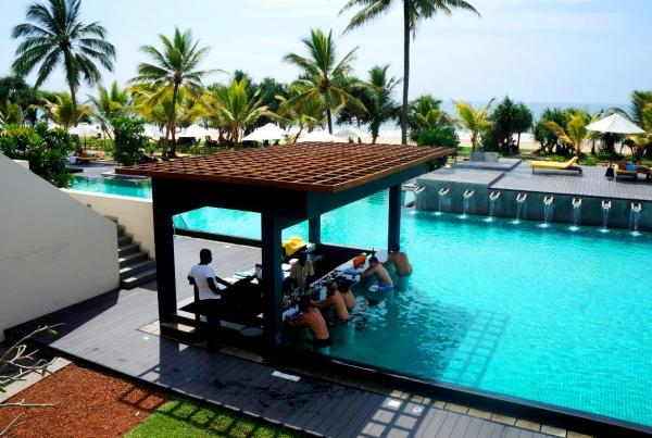 Территория отеля Centara Ceysands Resort Spa 4 звезды на курортном городе Бентота, Шри-Ланка