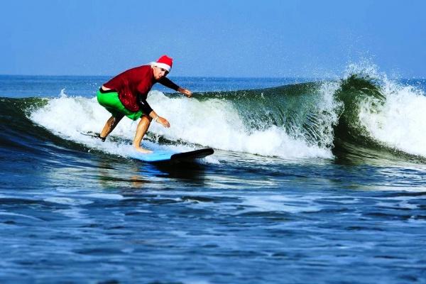 Серфинг на курорте Гоа подойдет для активного отдыха
