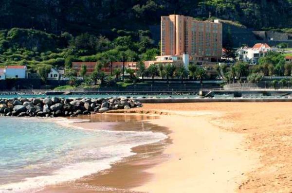 Португалия, пляж Мачико в Мадейре