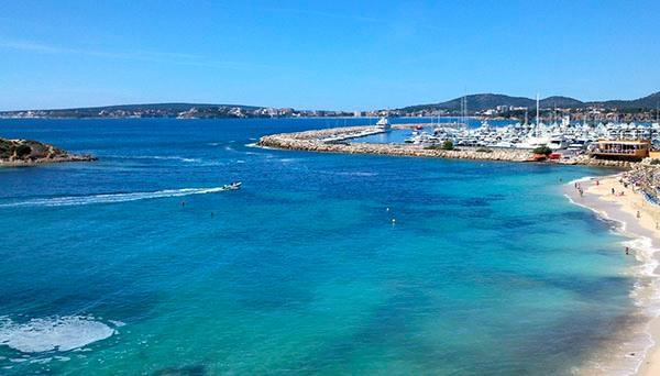 В Испании красивые, бесконечные пляжи