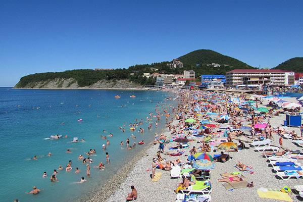 Центральный пляж в Туапсе на Чёрном море