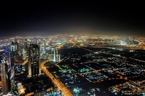 Вид с обзорной площадки в Дубае - Burj Khalifa, 124 этаж
