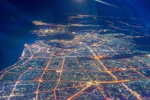 Вид с самолета на вечерний Дубай