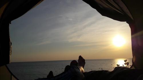 Варваровская щель, дикий пляж Чёрного моря