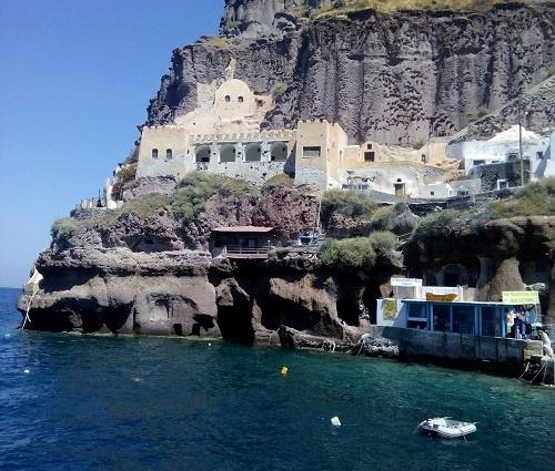 Старый порт Санторини. Замок в скале