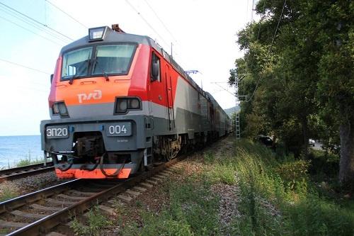 Фирменный поезд в Лазаревское