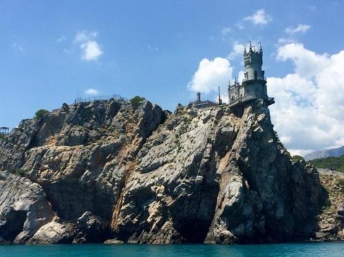 Вид с моря на Ласточкино гнездо