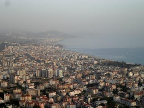 Вид сверху на пригород Алании