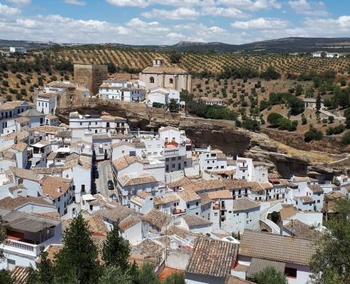 Город в скалах Сетениль де лас Бодегас