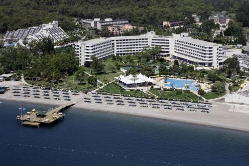 Вид с высоты птичьего полета на отель Mirage Park Resort 5