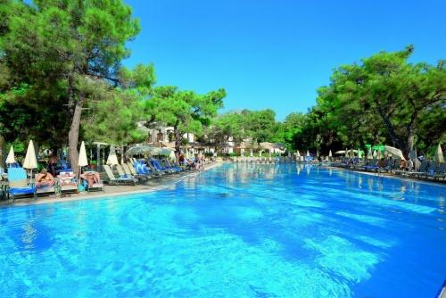 Бассейн в отеле La Mer Hotel 5