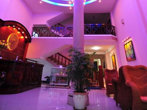 Холл в отеле Violet Hotel Nha Trang 3