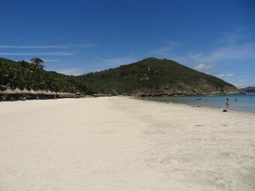 Пляж отеля Vinpearl Resort Nha Trang 5