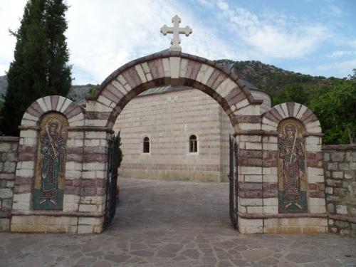 Вход в Монастырь Подмаине