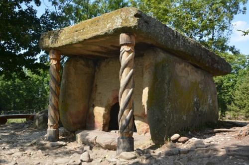 Дольмен недалеко от села Пшада